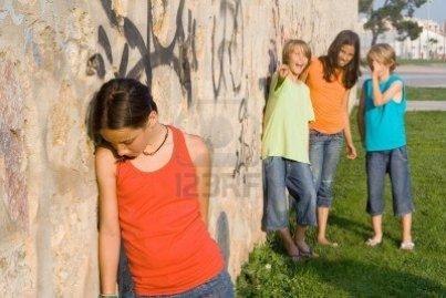 groep-van-kinderen-pesten-een-ander-kind