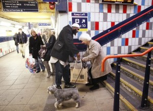 muslim-helping-old-lady-in-london-underground