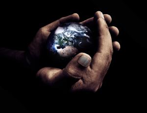 Aarde in handen