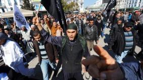 Tunisian Salafists shout slogans claimin